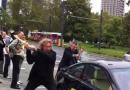 Furieux, un Italien détruit sa BMW devant le Salon de Francfort